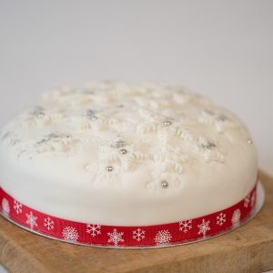 Bizzibeans iced Christmas cake